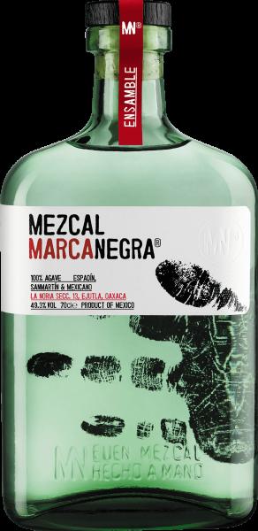 9791bed8ee34fdf9138511770878550ffa371f59_Mezcal_Marca_Negra_Ensamble